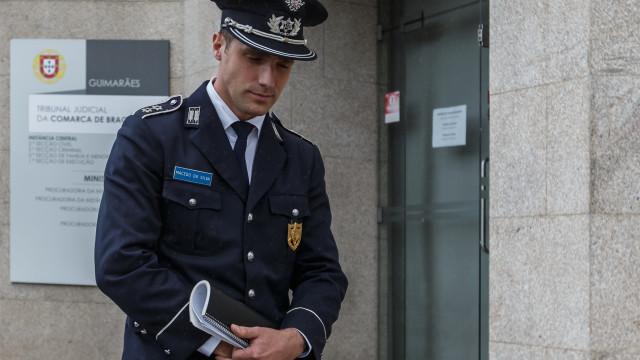 Tribunal absolveu subcomissário da PSP acusado de agredir jovem