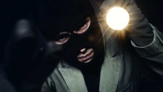 Homem assaltou churrasqueira em Leiria com arma de fogo e está em fuga