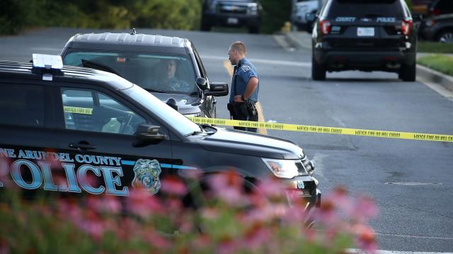 Jornal alvo de tiroteio nos EUA precisa de voluntários