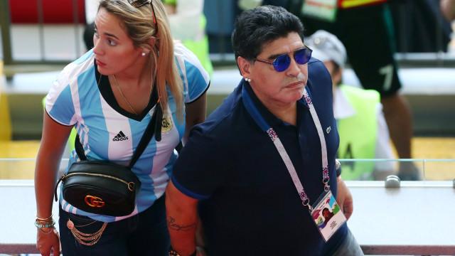 'Bomba' na Argentina: Maradona oferece-se para treinar a seleção de borla