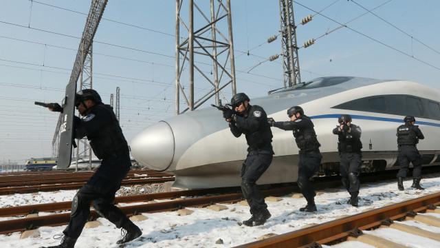 Autoridades chinesas terão armas de raios laser