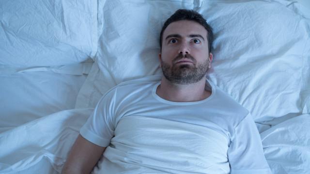 Quanto menos dorme mais curta será a sua vida. A ciência explica