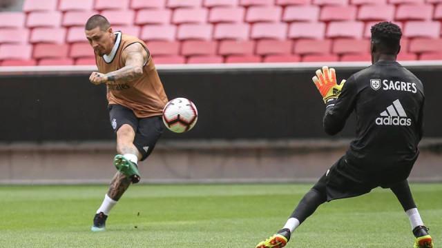 """Castillo e o arranque no Benfica: """"Os treinos são duros..."""""""