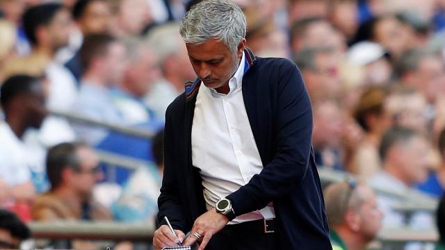 """Mourinho afasta Dalot do 'onze': """"O único novo jogador é Fred"""""""