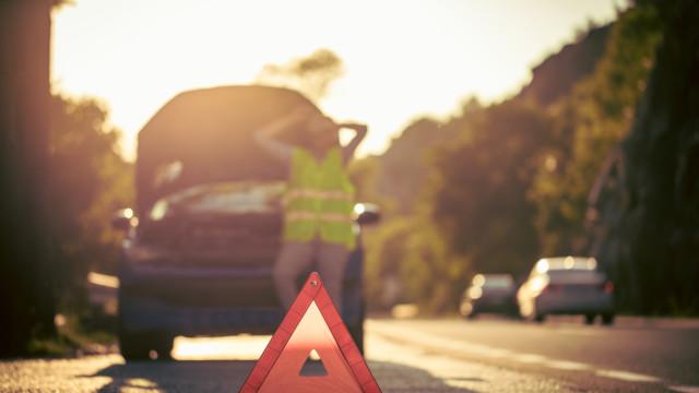 Estrada Nacional 122 cortada devido a acidente de veículo dos bombeiros