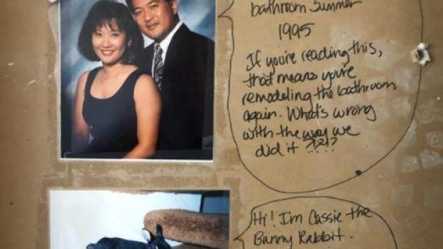 Casal renova casa de banho e encontra mensagem hilariante na parede