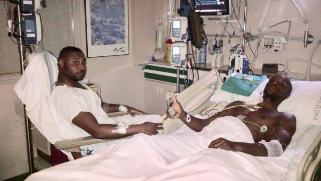 Após polémica, Abidal publica foto no hospital com primo que doou fígado