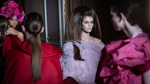 Kaia Gerber, ícone de moda e estilo, completa 17 anos