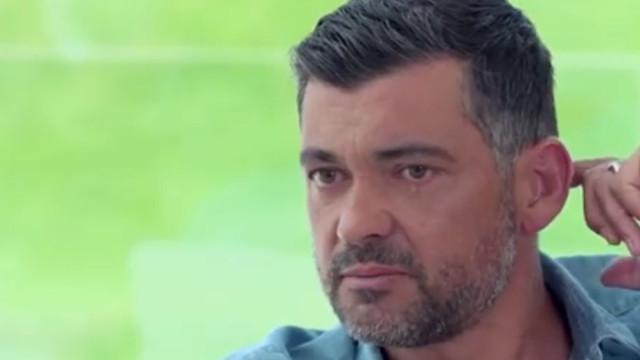 """Sérgio Conceição chora ao lembrar morte da mãe: """"Pensei deixar o futebol"""""""
