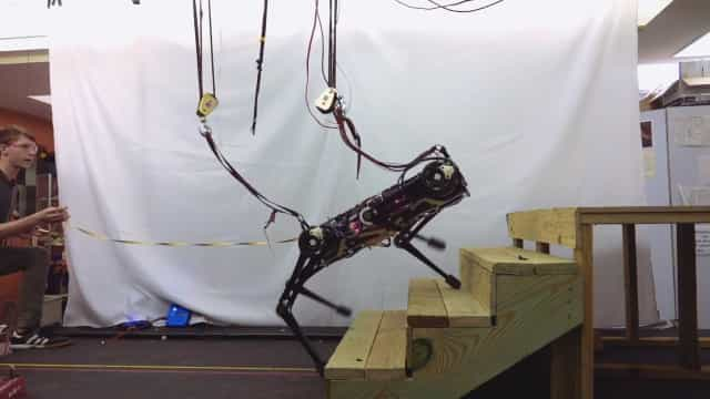 Robot do MIT não precisa de 'ver' para evitar obstáculos