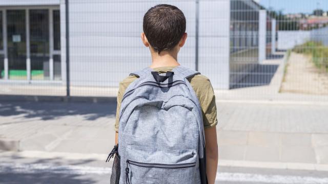 Rapaz de 13 anos ficou com cabo USB preso... no pénis