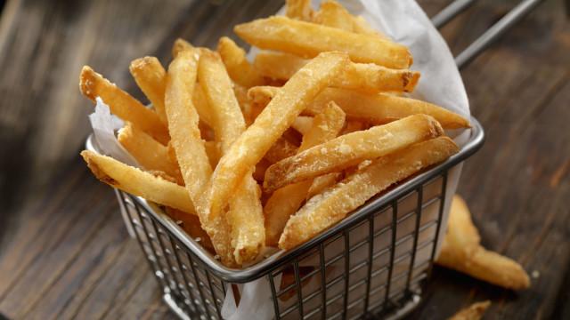 É assim que vai conseguir as batatas fritas perfeitas