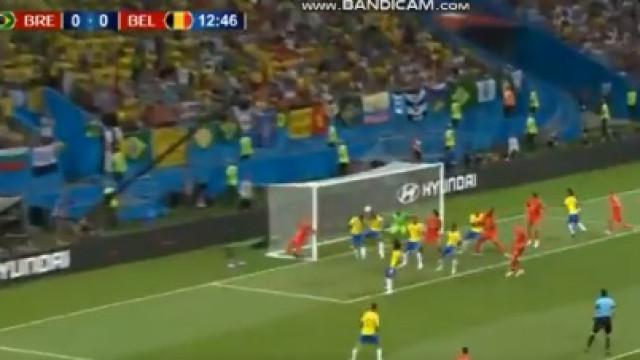 Fernandinho 'trai' Alisson e dá primeiro golo à Bélgica