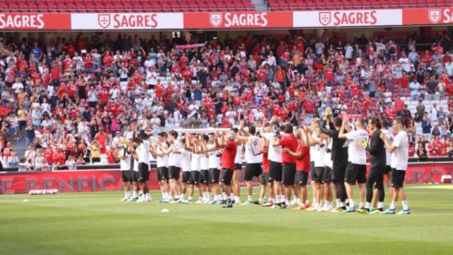 Primeiro treino do Benfica e a Luz já se tornou um mini 'vulcão'