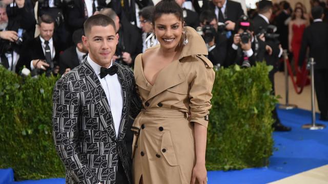 Romance de Nick Jonas e Priyanka Chopra mais sério. Já há anéis e tudo