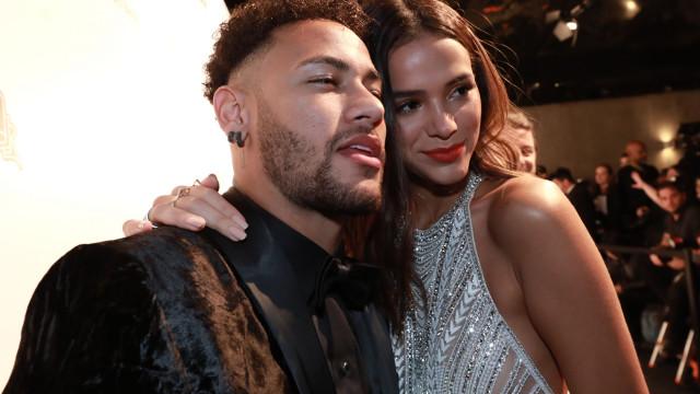 """Pai de Neymar fala da relação do filho com atriz: """"Vão casar"""""""