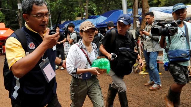 Autoridades retiram jornalistas da zona em torno de gruta na Tailândia