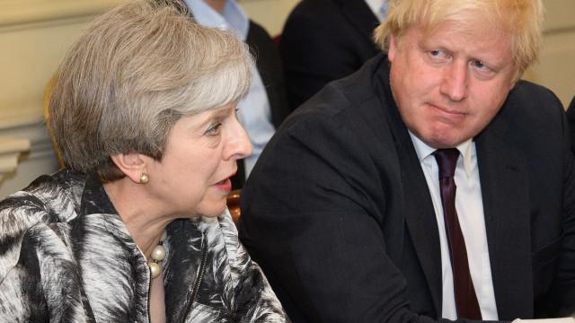 Boris Johnson acredita que May pode conseguir melhor acordo para Brexit