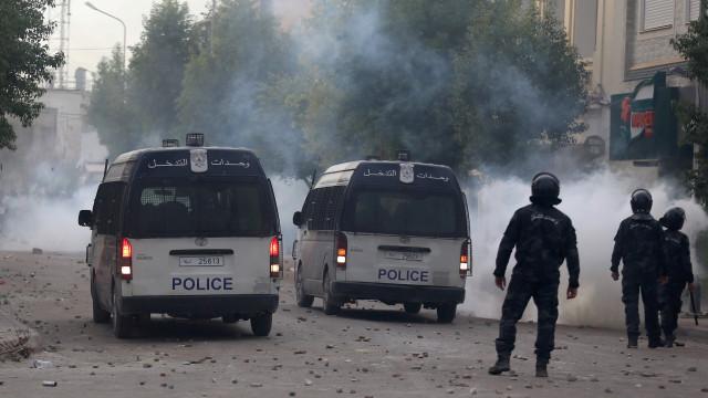 Oito elementos das forças de segurança mortos na Tunísia