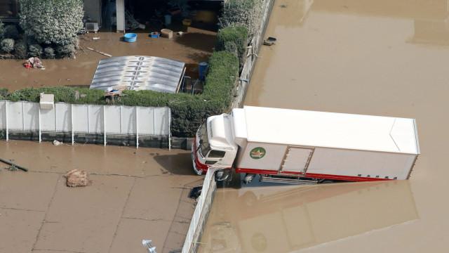 Pelo menos 87 mortos devido a chuvas torrenciais