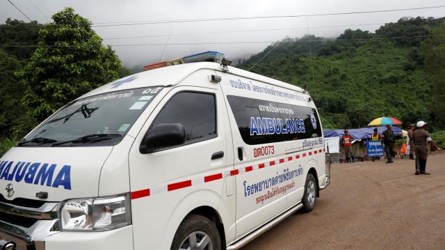 Quatro rapazes resgatados estão bem de saúde e devem ver a família hoje
