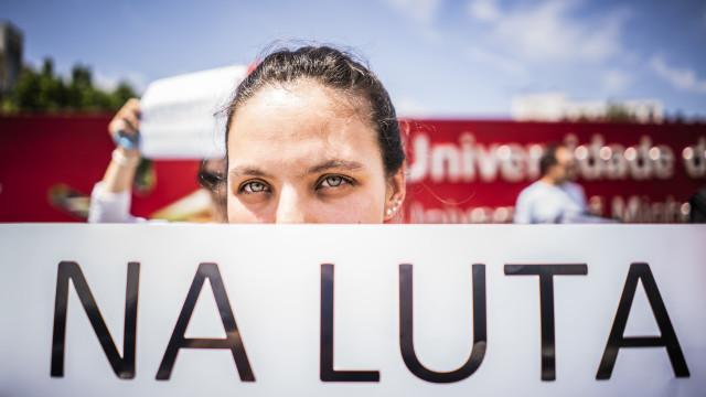 Governo chama sindicatos de professores para retomar negociações amanhã