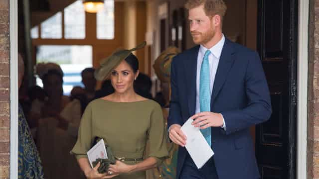 Meghan Markle deslumbra com look verde-oliva no 'batizado real'