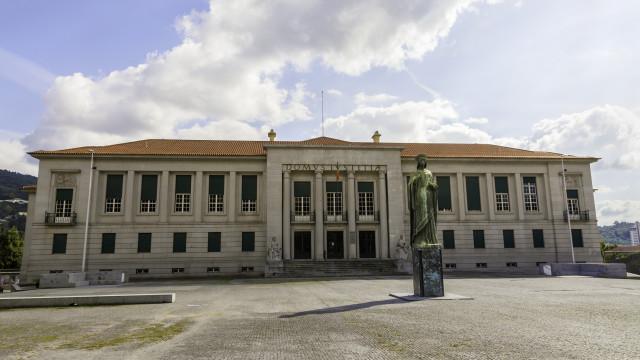 """Duo francês """"extremamente perigoso"""" julgado em Guimarães"""