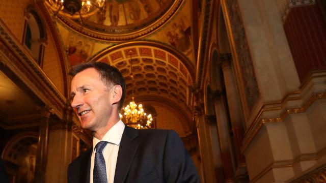Ministro britânico confundiu nacionalidade da mulher em visita à China