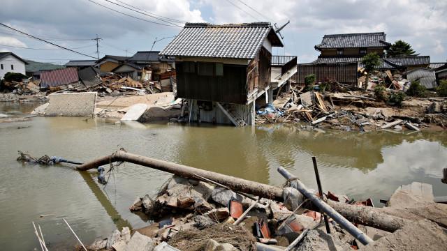 Tufão dirige-se para zona devastada pelas chuvas no Oeste do Japão