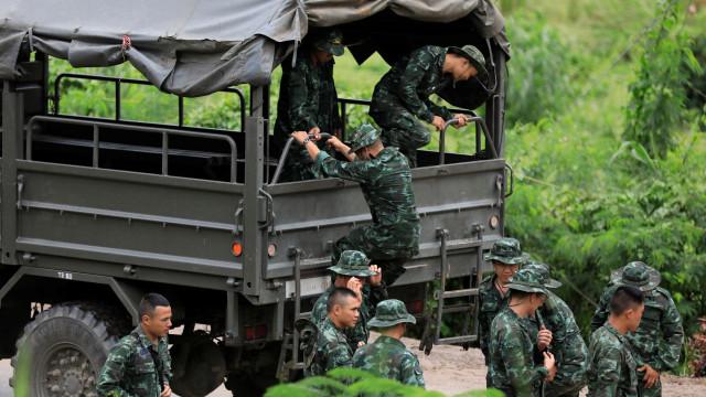 Marinha tailandesa comemorou assim fim do resgate