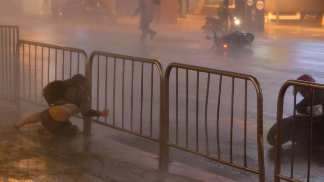Dois feridos e milhares desabrigados à passagem do tufão Maria por Taiwan