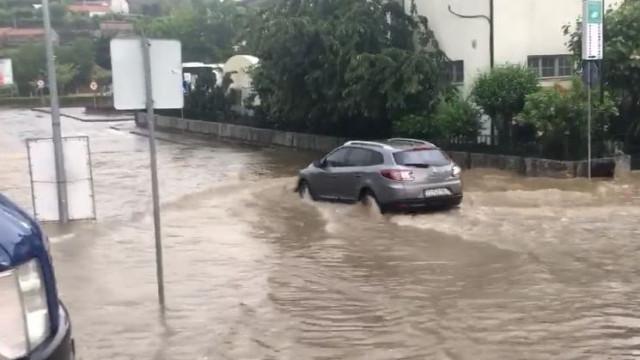 Chuva e granizo provocam inundações em Vila Pouca de Aguiar