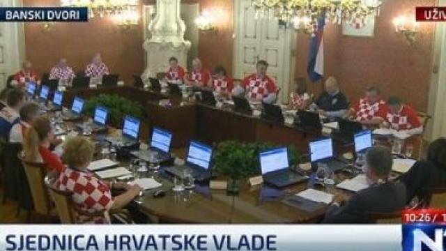 Vitória da Croácia comemorada até no gabinete do governo