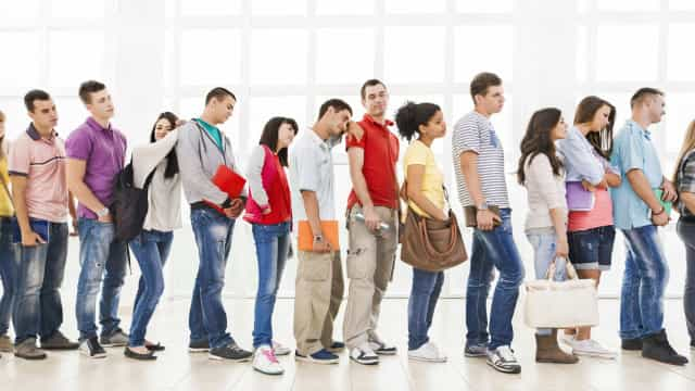 Afinal, por que temos tendência a querer mudar para a fila do lado?