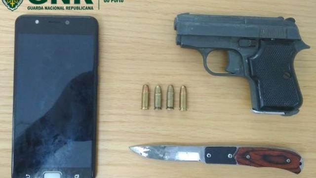 Ameaça ex-namorada de morte com arma de fogo