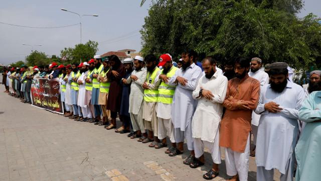 Paquistão cumpre dia de luto após ataque que fez pelo menos 128 mortos