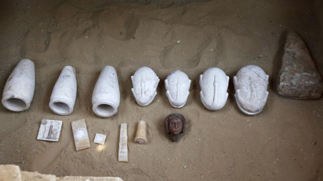 Arqueólogos encontram oficina de mumificação com 2.500 anos no Egito