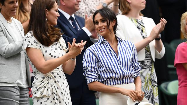 Sem os maridos, Kate Middleton e Meghan Markle deslumbram em evento