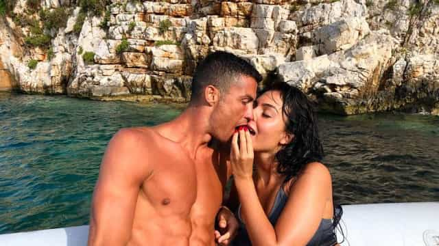 Novas fotos das férias de CR7 e Georgina. Bailarina exibe corpo invejável