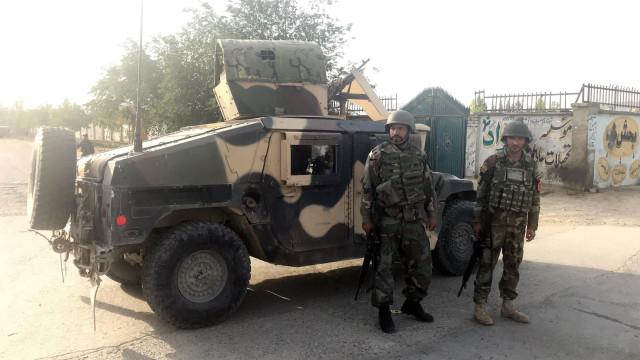 Pelo menos sete mortos em ataque suicida a edifício do Governo em Cabul