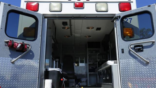 Paramédicos não levam mulher para hospital. Pensavam que não ia pagar