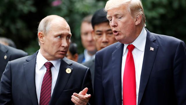 """Putin diz que """"forças"""" nos EUA querem sacrificar relações entre os países"""