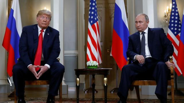 """Putin diz que Trump é """"competente"""" e um """"interlocutor interessante"""""""