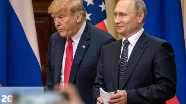 Trump diz que se enganou numa palavra ao falar sobre ingerência russa