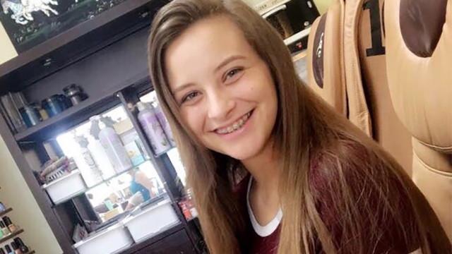 Mãe faz apelo após filha de 15 anos morrer por causa de uma bolacha