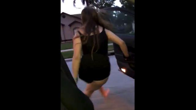 Sair do carro em andamento e dançar. O novo desafio viral da internet