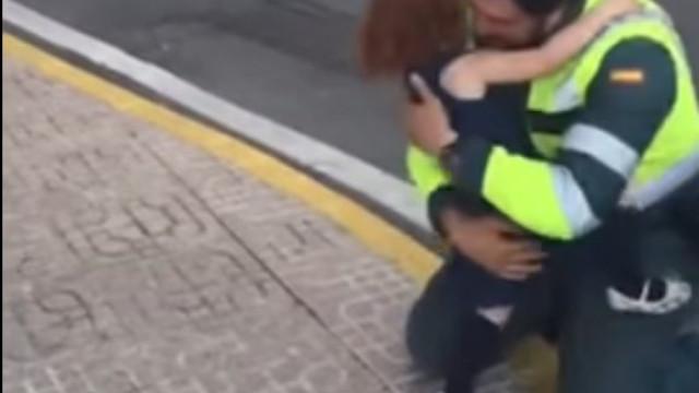 Guardia Civil publicou esta imagem, mas muitos pais não gostaram