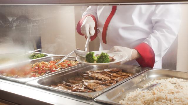Alimentação nas escolas vai hoje a debate no Parlamento. Há 16 medidas