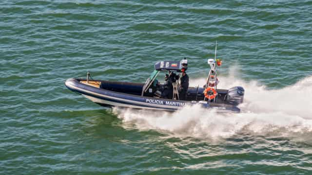 Espinho: Marinha recolheu boia de emergência da embarcação que naufragou